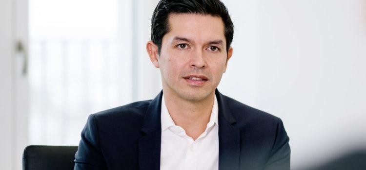 Schaefer leaves; Dr Robert Cisek is new VWSA CEO